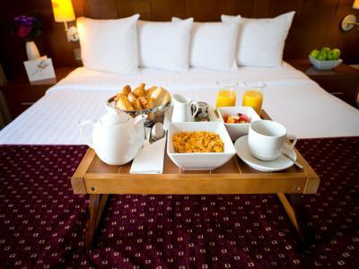 breakfast on bed king room