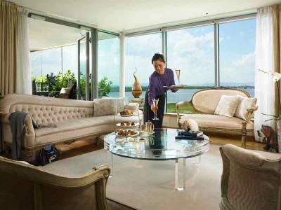 Linda E Living Area