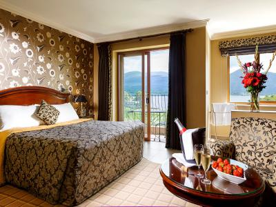 lake hotel 10