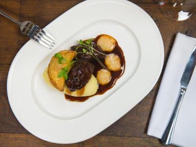 the-yorkshire-hotel-harrogate-scran-restaurant-posh-pie-and-peas