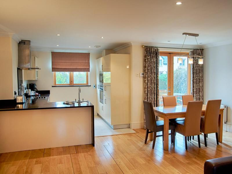 Courtyard Lodges Kitchen/Dining Area
