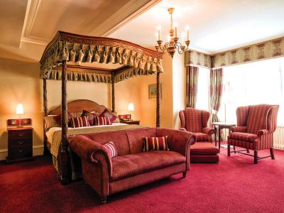 Four poster feature room