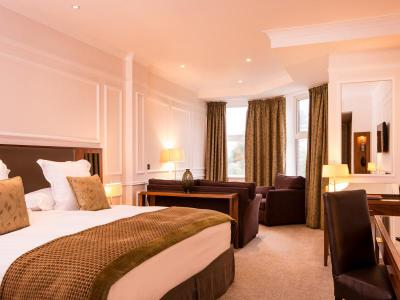 slievedonard-resortroom.