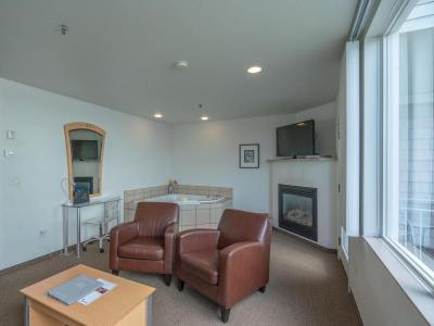 Deluxe Waterfront Suite