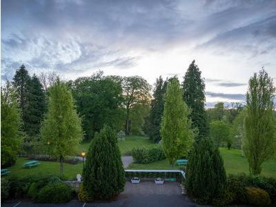 Castle Oaks - Garden