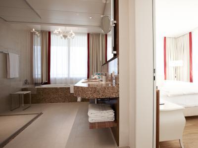 Suite Bad und Bett