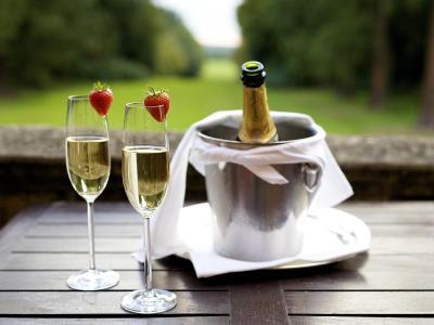 Tylney Champagne