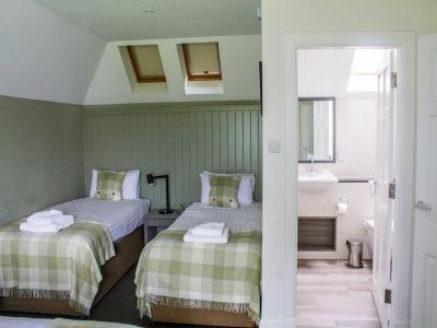 bedroom 3 8