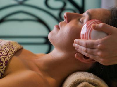 Spa lava shell massage