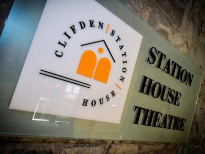 11 theatre logo