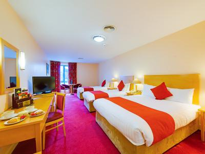 South Court Hotel - Triple Room
