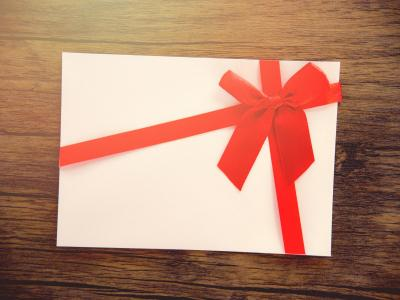Voucher red bow