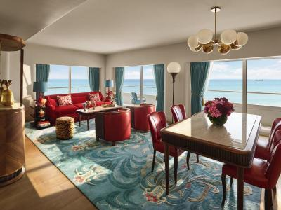Premier Oceanfront Corner Suite 1 out 3
