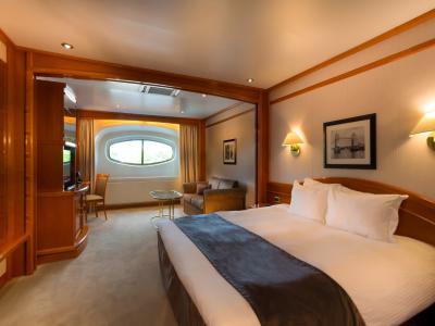 Yacht Classic Dockview Room v1
