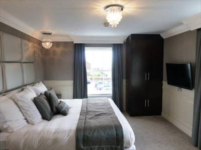 Deluxe Bedroom 2