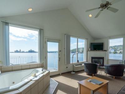 Deluxe Suite Harbor Upper