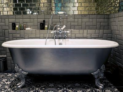Hardwick Hall Hotel - Celebration Suite Bathroom