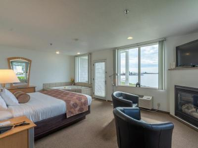 One Room Suite Harbor King 1