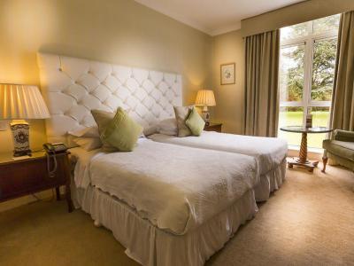 100's Bedroom