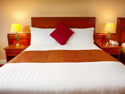McWilliam Park Hotel comfy bed.JPG