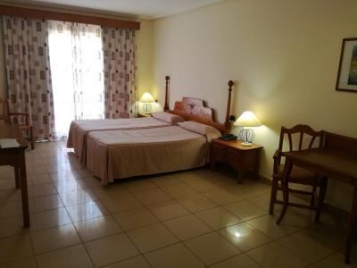 T0S_Standard Terrace Room 00