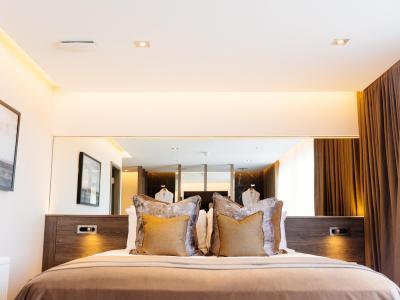 giffnock suite