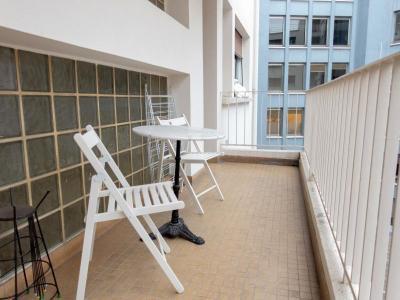 George 1BR Balcony 01