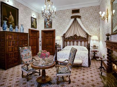 Tthe Kennedy Suite