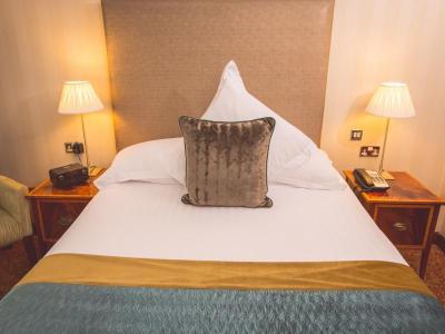 Classic Bedroom Europa Hotel Belfast